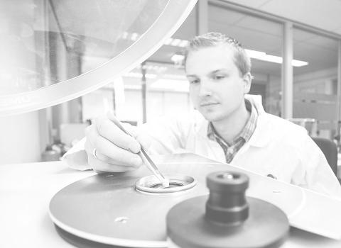 Kleurontwikkeling en analyses in het lab